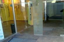 Puerta de acero en óptica