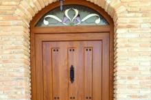 Puerta exterior rústica