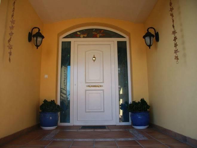 Puerta de PVC con vidriera