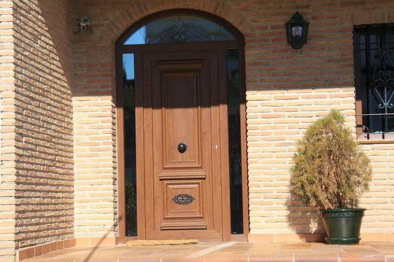 Puerta de calle de seguridad metalister a ballesteros sl for Puertas de pvc exterior